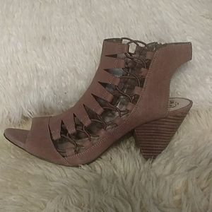 Vince Camuto leather sandals as 10 NWT
